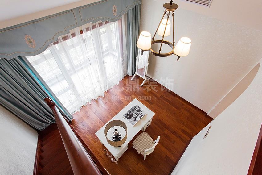 别墅楼梯装修效果图.jpg